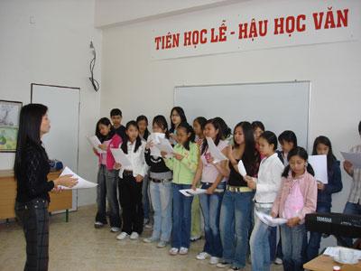 Hỗ trợ cộng đồng người Việt Nam ở nước ngoài giữ gìn bản sắc văn hóa và duy trì tiếng Việt
