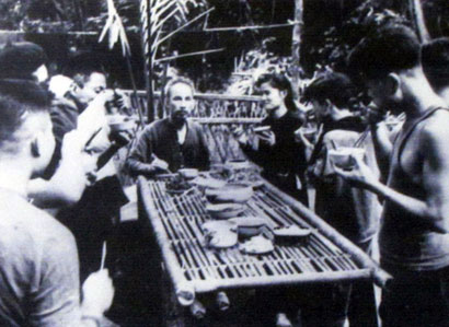 Những bức ảnh đời thường của Chủ tịch Hồ Chí Minh