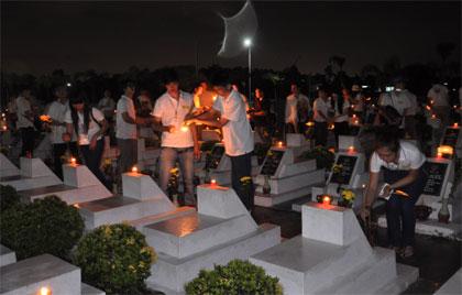 Thanh niên kiều bào tri ân các anh hùng liệt sĩ tỉnh Đồng Nai