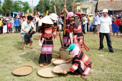 Lễ hội ăn cốm mới của người Bana ở Bình Định