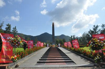 Trại hè Việt Nam 2012: Tri ân các anh hùng, liệt sỹ tại Nghĩa trang Hàng Dương