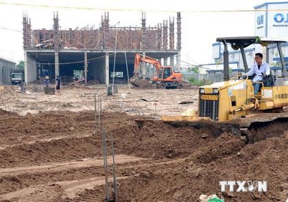 """Gỡ """"nút thắt"""" thủ tục cho các dự án đầu tư có sử dụng đất"""