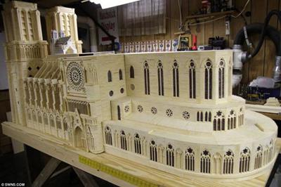 Kiệt tác mô hình Nhà thờ Đức Bà bằng 298.000 que diêm