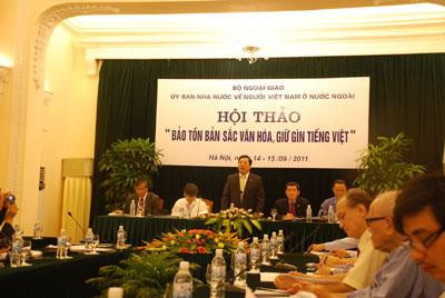 Bản sắc văn hóa và truyền thống dân tộc:  Động lực gắn kết cộng đồng người Việt Nam  ở trong và ngoài nước