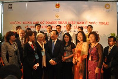 Phát huy nguồn lực người Việt Nam ở nước ngoài cho sự nghiệp xây dựng và phát triển đất nước