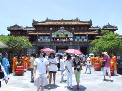 Đến với Huế - thành phố di sản Việt Nam