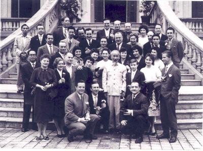 """""""Hồ Chí Minh với sự nghiệp hòa bình, hữu nghị và phát triển vì tiến bộ của Việt Nam và thế giới."""""""
