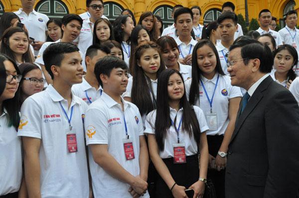 Chủ tịch nước Trương Tấn Sang gặp mặt đại biểu Trại hè Việt Nam 2015