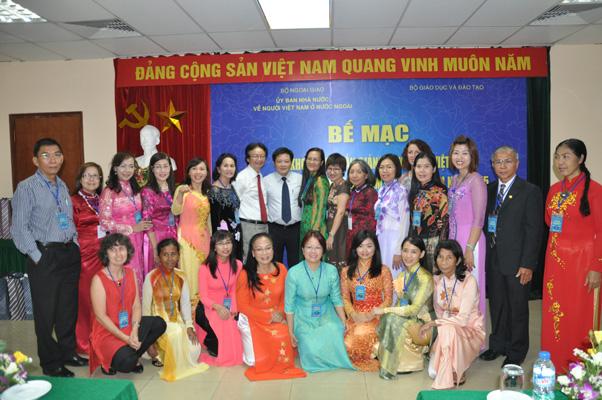 Bế giảng khóa tập huấn giảng dạy tiếng Việt cho giáo viên kiều bào