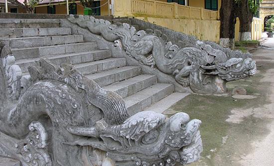 Rồng đá thềm trước Điện Kính Thiên