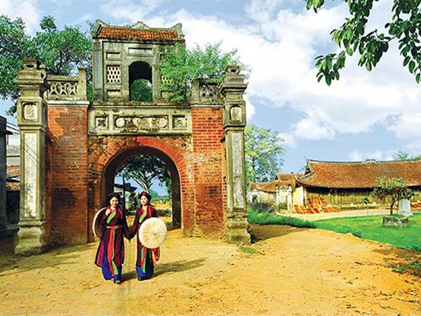 Cổng làng nơi lưu giữ hồn quê