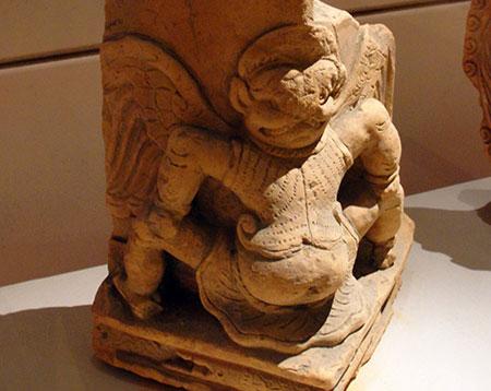 Nét giao thoa Việt-Chăm-Ấn trong các di vật Thăng Long