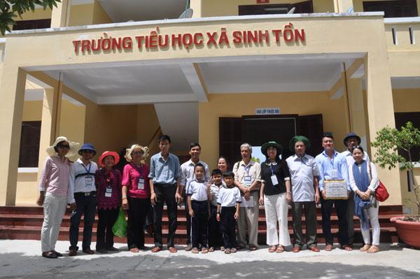 Đoàn kiều bào thăm Trường Sa: Thăm quân dân xã đảo Sinh Tồn và đảo Cô Lin