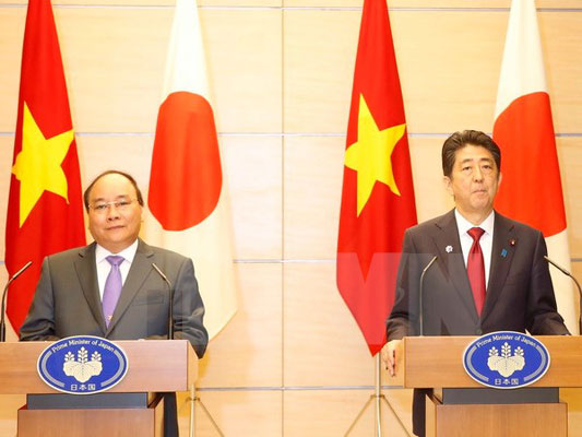 Thủ tướng Nguyễn Xuân Phúc và Thủ tướng Nhật Bản chủ trì họp báo chung