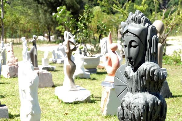 Làng điêu khắc đá mỹ nghệ Non Nước -  Nơi thổi hồn vào đá