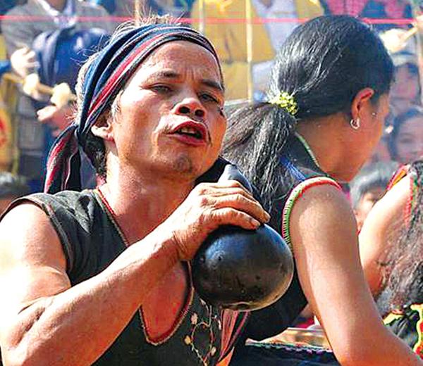 Nghệ thuật sử dụng ngôn từ trong nghi lễ cộng đồng của người Xơ Teng