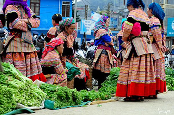 Phiên chợ người Mông