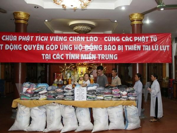 Phật tử chùa Phật tích tại Lào chia sẻ mất mát với miền Trung