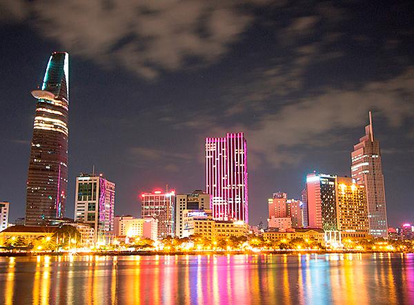 Xây dựng thành phố Hồ Chí Minh xứng tầm quốc tế