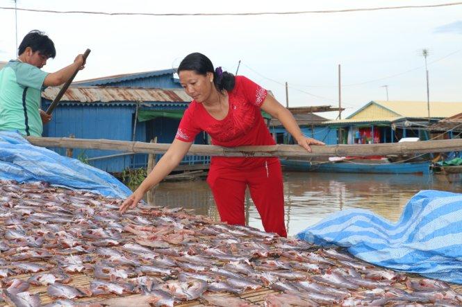 Cuộc sống thiếu quê hương tại làng bè người gốc Việt ở Campuchia