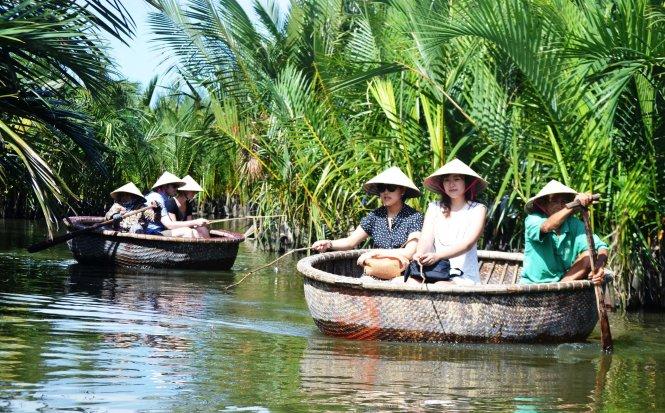 Giong thúng giữa rừng dừa Bảy Mẫu