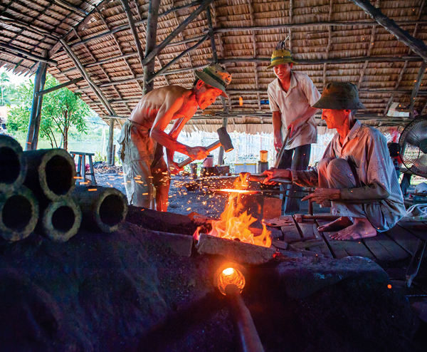 Làng rèn thế kỷ - Ngan Dừa