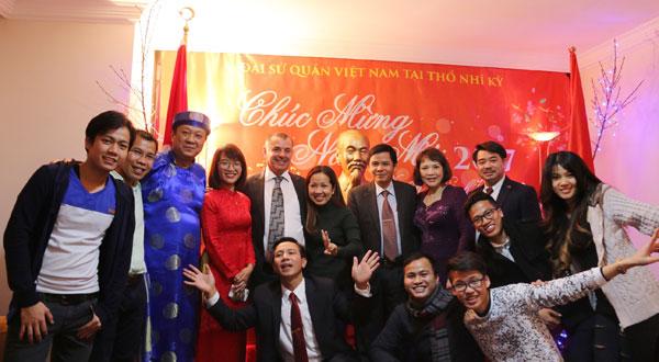 ĐSQ Việt Nam tổ chức Tết cộng đồng mừng Xuân mới 2017