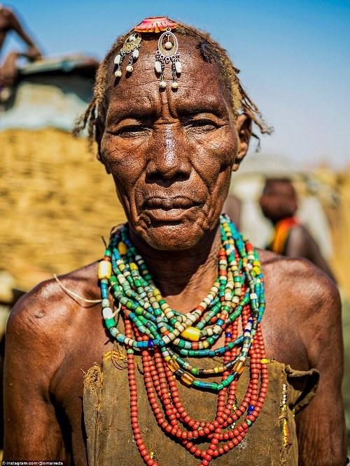 Ba bộ tộc làm đẹp kỳ quái ở Ethiopia
