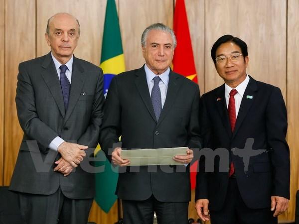 Đại sứ Đỗ Bá Khoa trình Quốc thư lên Tổng thống Brazil