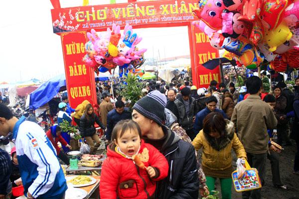 Chợ Viềng ở đâu: Trẩy Hội Chợ Viềng – Rước Lộc đầu Năm