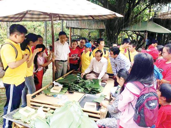Không gian thấm đẫm hồn Việt