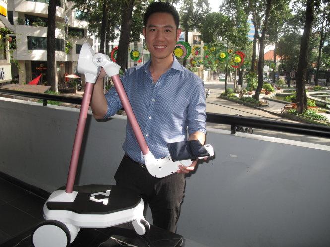 Chàng trai Việt chế robot trên đất Mỹ