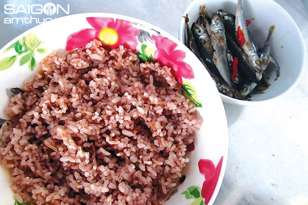 Nhớ cơm gạo đỏ
