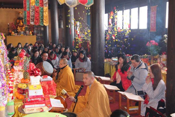 Lễ cầu bình an năm mới Đinh Dậu của người Việt tại Ucraina