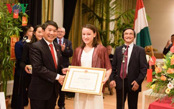 Nữ sinh gốc Việt đoạt giải Nhất toàn quốc cuộc thi toán tại Hungary