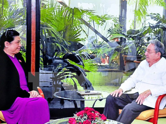 Ông Raul Castro tiếp Phó Chủ tịch Quốc hội Tòng Thị Phóng