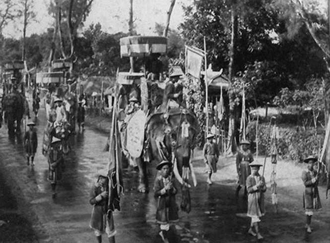 Kinh thành Huế đầu thế kỷ XIX: Đoàn ngự đạo hoành tráng