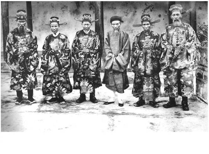 Kinh thành Huế đầu thế kỷ XIX: Tập tục tặng quà cuối năm