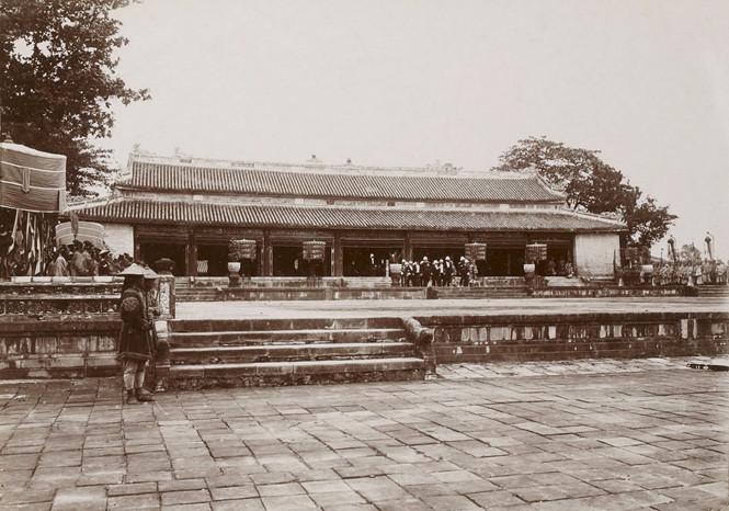 Kinh thành Huế đầu thế kỷ XIX: Những trò vui ngày Tết