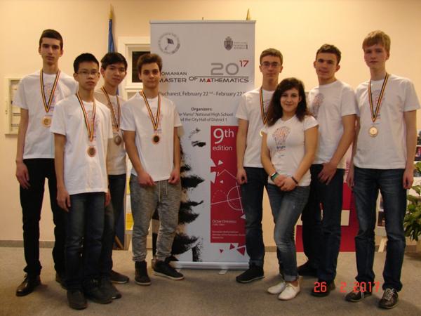 Hai em học sinh gốc Việt giành huy chương Toán quốc tế (RMM)