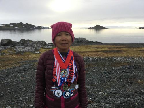 Cụ bà gốc Việt 70 tuổi chạy marathon trên 7 lục địa trong 7 ngày
