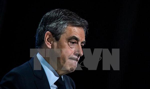 """Ứng viên Tổng thống Pháp Fillon đối mặt cáo buộc dùng """"giấy tờ giả"""""""