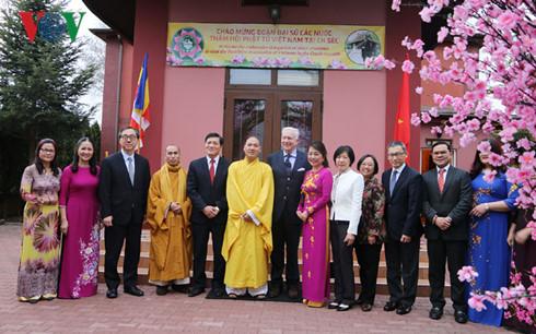 Đại sứ các nước Á - Âu tìm hiểu văn hóa Việt Nam tại Séc