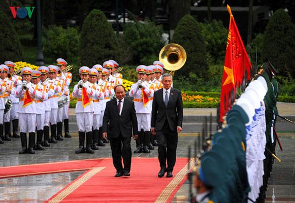 Hình ảnh lễ đón chính thức Thủ tướng Singapore Lý Hiển Long