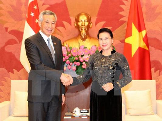 Chủ tịch Quốc hội hội kiến Thủ tướng Singapore