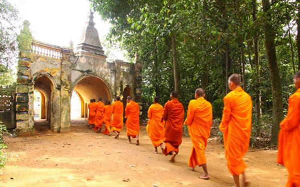Không đi tu, con trai Khmer khó lấy vợ!