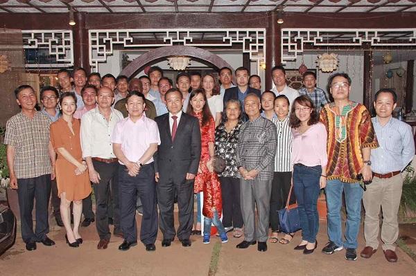 Thứ trưởng - Chủ nhiệm Vũ Hồng Nam thăm cộng đồng người Việt tại Ca-mơ-run