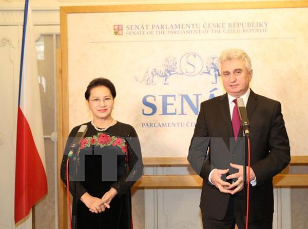Việt Nam muốn hợp tác chặt chẽ với Séc tại các diễn đàn quốc tế
