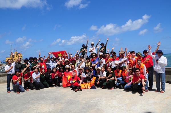 Kiều bào tại Trung Lào ủng hộ Trường Sa