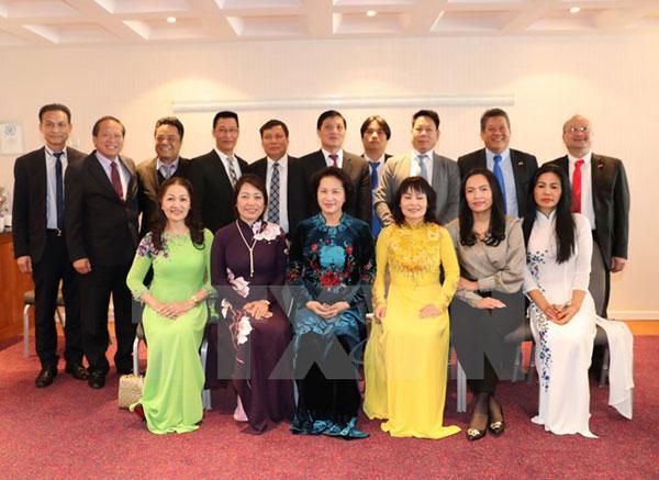 Chủ tịch Quốc hội gặp mặt đại diện người Việt tại châu Âu